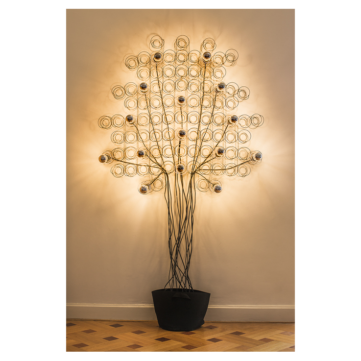david-galimant-arbre-ressorts-mecc81talliques-fils-ecc81lectriques-ampoules-led-190-x-120-cm